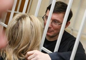 Луценко вывозят из клиники - супруга экс-министра