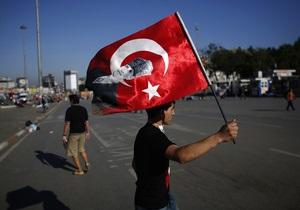 Губернатор Стамбула в своем Twitter признался, что хотел бы оказаться среди протестующих
