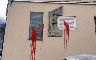 В Ровно повредили еще три мемориальные доски