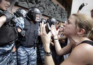 Участник акции возле АП: Митингующим платят до 150 грн в сутки