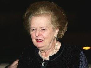 Маргарет Тэтчер сломала руку