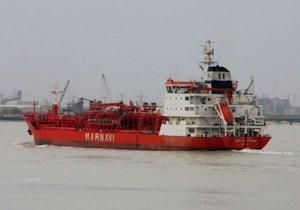 В Сомали прибыло захваченное пиратами судно с пятью украинцами на борту