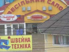 В Черновцах предприниматели закрытого на карантин рынка перекрыли движение