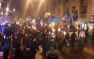 В Харькове прошло факельное шествие