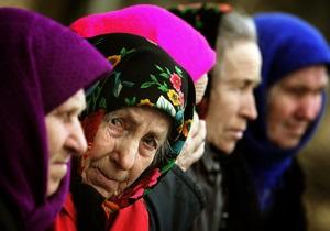 Программа Януковича повышает пенсионный возраст женщин