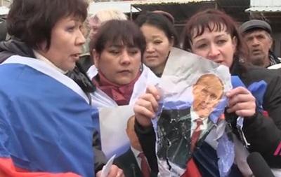 В Крыму разогнали активистов с портретом Путина