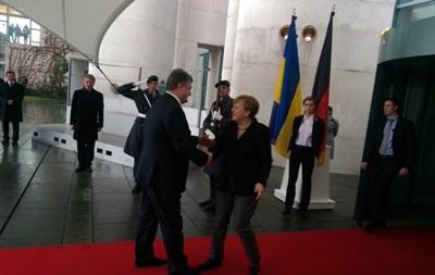 Порошенко в Берлине: к переговорам присоединится советник Олланда