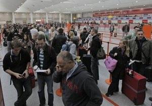Европа восстанавливает авиасообщение. В терминалах аэропортов по-прежнему остаются миллионы людей