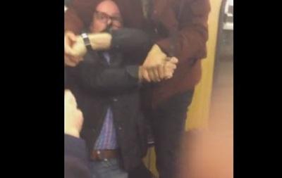 В ФРГ мигранты атаковали двух пенсионеров в метро