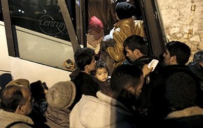 На границе Греции и Македонии заблокировали 80автобусов смигрантами