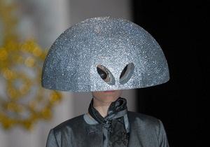 Фотогалерея: Ukrainian Fashion Week-2010. Прячем лицо, обнажаем грудь