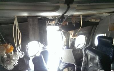 Пассажир снял на видео полет с дырой в обшивке самолета
