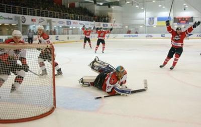 Хоккей: Донбасс побеждает в центральном матче тура