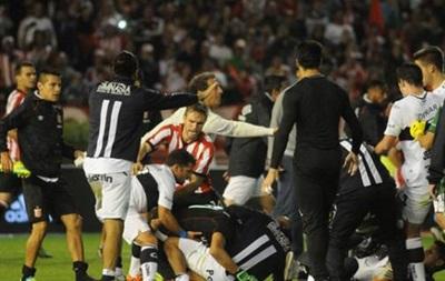 Двенадцать футболистов получили дисквалификацию за драку в матче