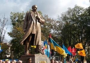 Львовский облсовет профинансирует достройку памятника Бандере