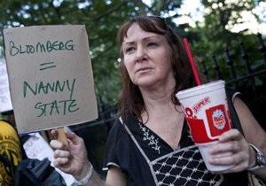 В Нью-Йорке ввели запрет на продажу газировки в больших стаканах