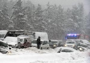 На трассе в Чехии из-за снегопада столкнулись более 50 автомобилей