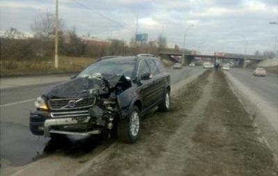 В Киеве столкнулись три авто: есть пострадавший