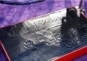 На Аллее славы появились отпечатки ладоней Майкла Джексона