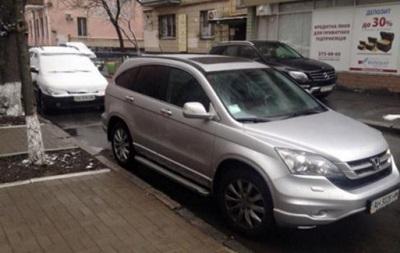 У баскетболиста Динамо в Киеве угнали машину
