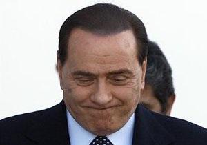 Берлускони встречается с девушкой, которая почти на 50 лет младше его