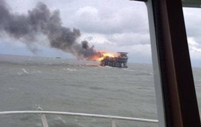 В Каспийском море два месяца тушили нефтяную платформу