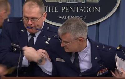 Американский генерал упал в обморок на брифинге