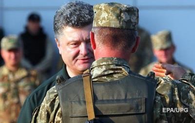 Порошенко обязал региональные власти взять шефство над воинскими частями