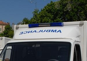 В Киеве женщина упала в промоину в асфальте