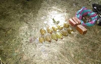 На Донбассе нашли тайник с гранатами и взрывчаткой