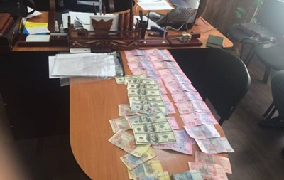 В Днепропетровске на взятке поймали двух полицейских