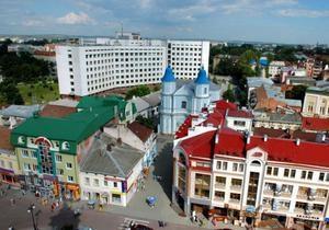 В Ивано-Франковске чиновники начали отчитываться на центральной площади города