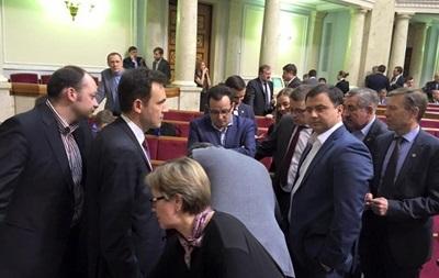 Итоги 18 февраля: Развал коалиции, суд над копом