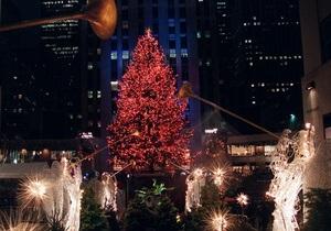 В центре Нью-Йорка зажглась главная рождественская елка США