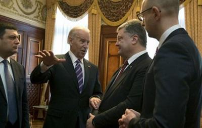 Байден призвал Порошенко и Яценюка объединиться