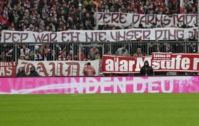 Поклонники Баварии вывесили баннер против Гвардиолы