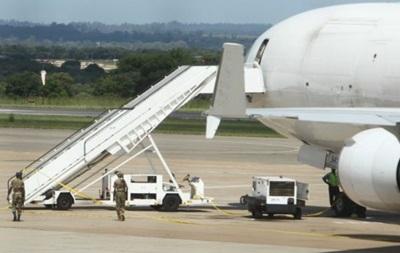 Власти Зимбабве выпустили самолет, на борту которого нашли труп
