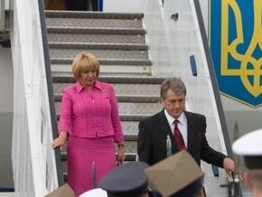 СМИ: Ющенко вывез в Канаду несколько самолетов с антиквариатом