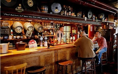 Австрійського бармена оштрафували за відрижку