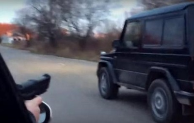 Патрульные Львова отрабатывают стрельбу по колесам