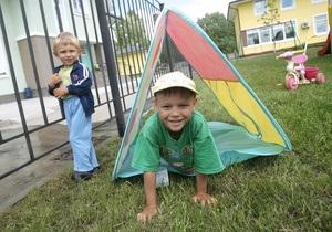 Корреспондент: Ловцы детских душ. Конкурируя с детскими домами семейного типа, интернаты развернули охоту на детей