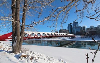 В Канаде из-за непогоды без света сотни тысяч человек