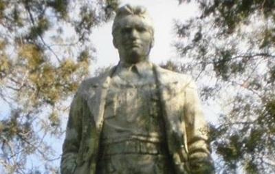 В Запорожской области памятник Кирову выставили на аукцион