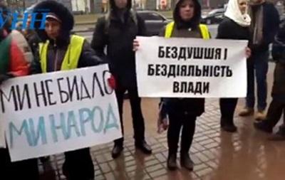Біля КМДА мітинг проти чиновника, який побив військового