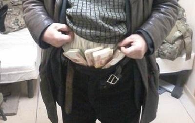 В ЛНР пытались провезти 4,5 миллионов рублей в трусах