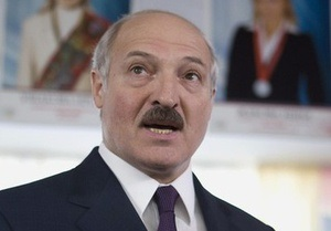 Лукашенко раскритиковал Запад и Россию за политику в отношении Беларуси