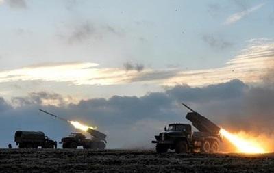 Штаб показал обстрелы из Градов под Донецком