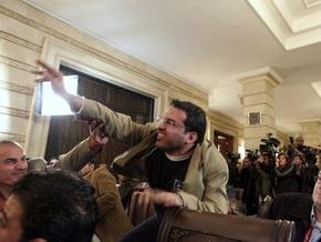 Иракский журналист, бросивший в Буша ботинок, осужден на три года тюрьмы