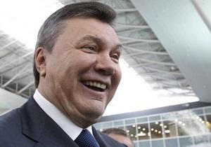 Регионалы подарили Януковичу картину с изображением Свято-Успенской Святогорской Лавры