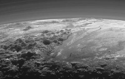 Первые кадры Плутона показали наличие нанем облаков
